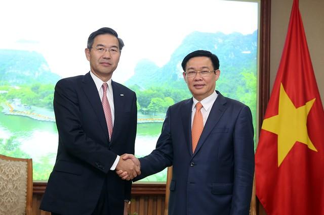 Phó Thủ tướng Vương Đình Huệ mong muốn Sumitomo Mitsui đóng vai trò tích cực hơn nữa trong tái cơ cấu Eximbank - Ảnh 1.