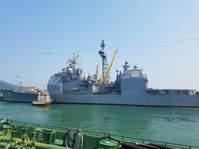 [CẬP NHẬT]: Sau tàu sân bay, tàu tuần dương Mỹ cũng đang tiến vào vịnh Đà Nẵng - Ảnh 2.