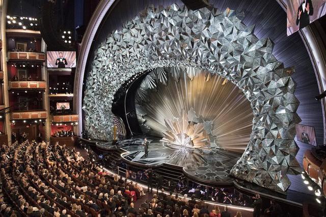 Bí mật sân khấu Oscar 2018: 45 triệu viên pha lê Swarovski đắt đỏ tạo nên màn tiệc mê hoặc - Ảnh 2.