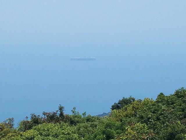 [CẬP NHẬT]: Sau tàu sân bay, tàu tuần dương Mỹ cũng đang tiến vào vịnh Đà Nẵng - Ảnh 12.