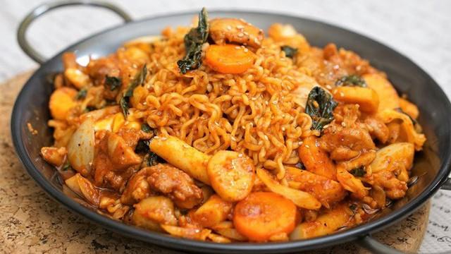 CNN công bố 10 điểm ăn ngon ở Hàn Quốc mà bất cứ du khách nào cũng không nên bỏ qua - Ảnh 5.