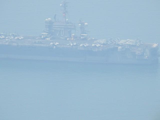 [CẬP NHẬT]: Sau tàu sân bay, tàu tuần dương Mỹ cũng đang tiến vào vịnh Đà Nẵng - Ảnh 9.