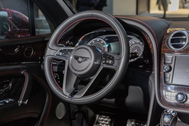 Trải nghiệm Bentley Bentayga SUV có giá 246.000 đô: Người lái phải thốt lên Thật tuyệt vời, nó vi vu như một cơn gió - Ảnh 9.