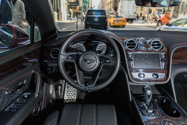 Trải nghiệm Bentley Bentayga SUV có giá 246.000 đô: Người lái phải thốt lên Thật tuyệt vời, nó vi vu như một cơn gió - Ảnh 19.
