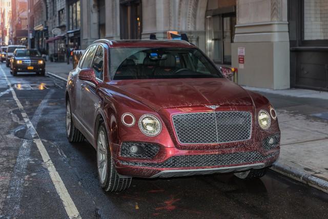 Trải nghiệm Bentley Bentayga SUV có giá 246.000 đô: Người lái phải thốt lên Thật tuyệt vời, nó vi vu như một cơn gió - Ảnh 1.