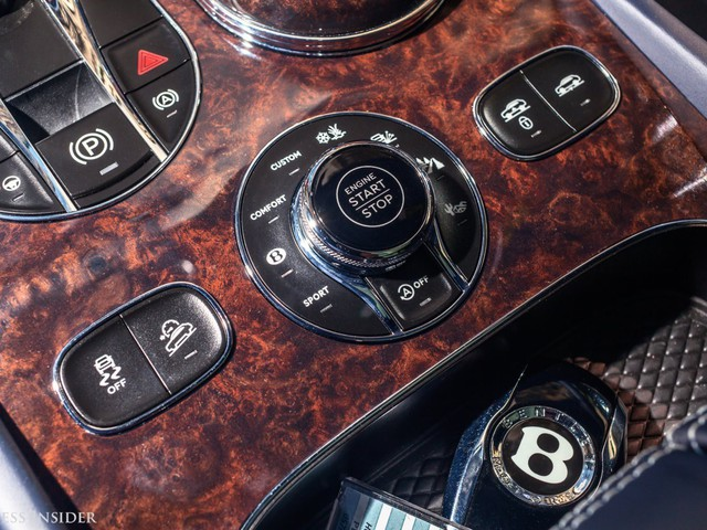 Trải nghiệm Bentley Bentayga SUV có giá 246.000 đô: Người lái phải thốt lên Thật tuyệt vời, nó vi vu như một cơn gió - Ảnh 18.