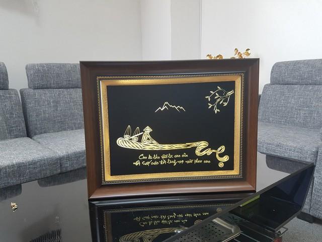 Những món quà dát vàng giá bạc triệu tặng chị em ngày 8-3 - Ảnh 5.