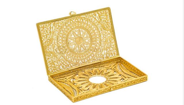 Những món quà dát vàng giá bạc triệu tặng chị em ngày 8-3 - Ảnh 3.