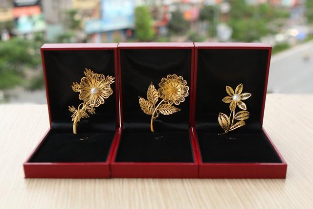Những món quà dát vàng giá bạc triệu tặng chị em ngày 8-3 - Ảnh 4.