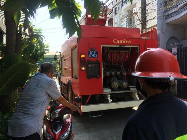 Cháy kho cáp viễn thông ở Sài Gòn, nhiều nhân viên tháo chạy tán loạn - Ảnh 1.