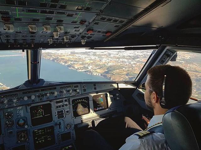Hãng hàng không có phi hành đoàn điển trai nhất thế giới - Ảnh 9.