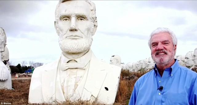 Công viên Tổng thống Mỹ với 43 bức tượng khổng lồ bị hư hại nặng nề, vẫn còn thiếu hai vị Tổng thống nữa mới hoàn thiện - Ảnh 10.