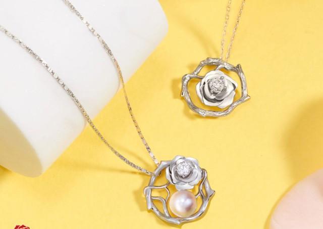 Những món quà dát vàng giá bạc triệu tặng chị em ngày 8-3 - Ảnh 7.