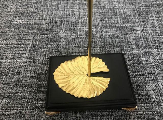 Đại gia Việt chi 200 triệu mua hoa súng bằng vàng nguyên khối làm quà tặng vợ ngày 8/3 - Ảnh 5.