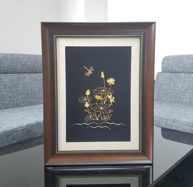 Đại gia Việt chi 200 triệu mua hoa súng bằng vàng nguyên khối làm quà tặng vợ ngày 8/3 - Ảnh 8.