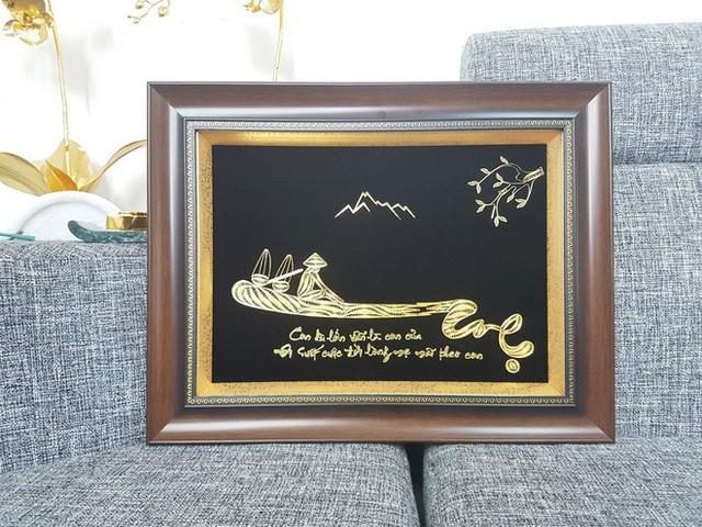 Đại gia Việt chi 200 triệu mua hoa súng bằng vàng nguyên khối làm quà tặng vợ ngày 8/3 - Ảnh 9.