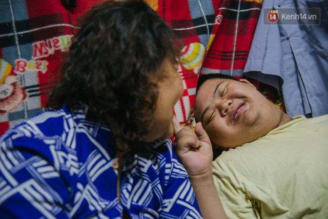 Chuyện má con thằng khờ bán hàng rong ở phố đi bộ Sài Gòn: 19 năm một mình đi tìm nụ cười cho con - Ảnh 13.