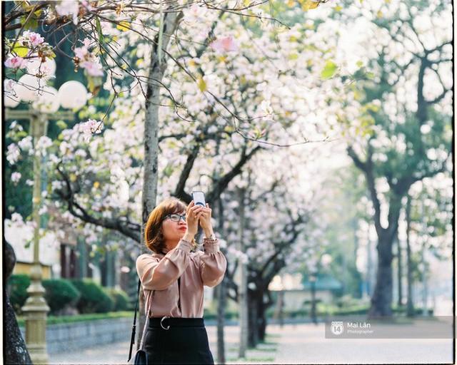 Chùm ảnh: Đây là Hà Nội, của những ngày trắng muốt hoa sưa... - Ảnh 17.
