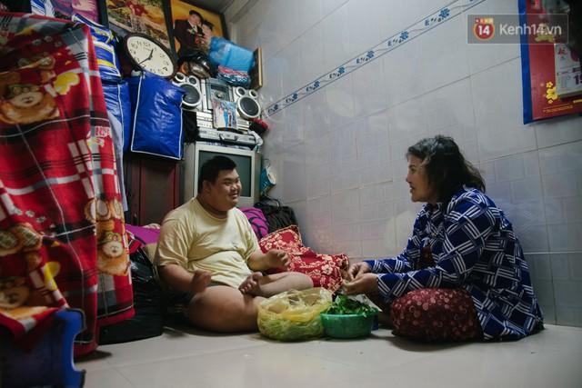 Chuyện má con thằng khờ bán hàng rong ở phố đi bộ Sài Gòn: 19 năm một mình đi tìm nụ cười cho con - Ảnh 3.