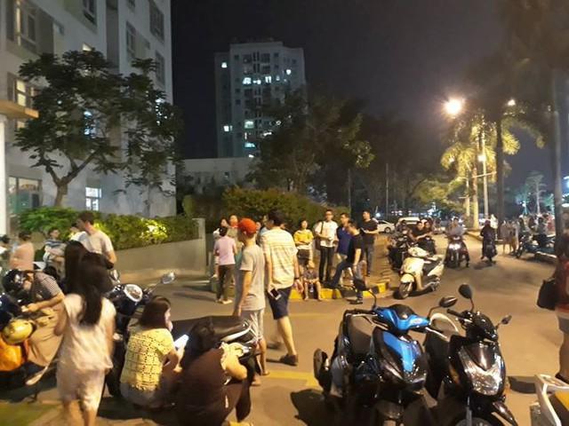 Lại cháy chung cư ở Sài Gòn, cư dân hoảng loạn tháo chạy - Ảnh 2.