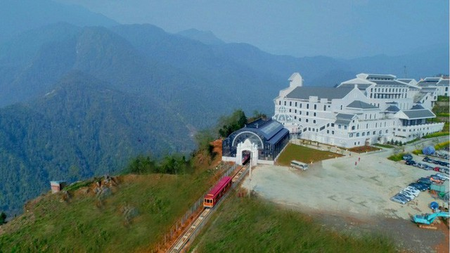 Tuyến tàu hỏa leo núi dài nhất Việt Nam đã chính thức hoạt động - Ảnh 11.