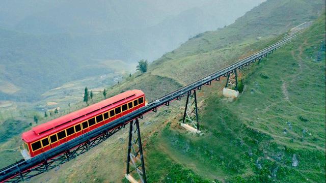 Tuyến tàu hỏa leo núi dài nhất Việt Nam đã chính thức hoạt động - Ảnh 10.