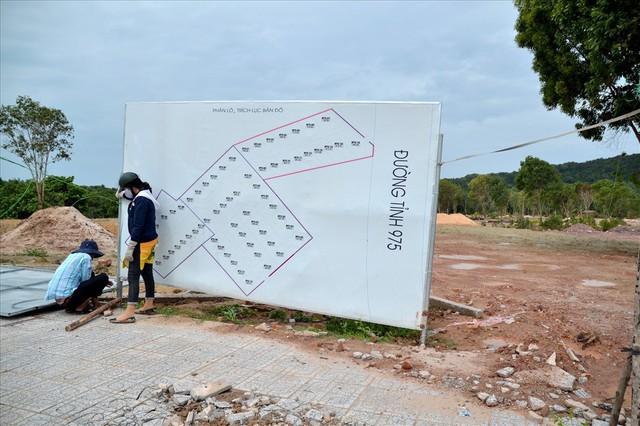 Chùm ảnh: Muôn kiểu rao phân phối ở chợ đất khổng lồ Phú Quốc - Ảnh 5.