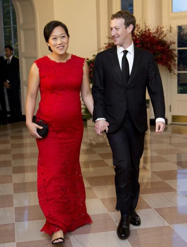 Không phải ngẫu nhiên Mark Zuckerberg lại mặc vest, ngồi lên đệm cao 10 cm trong 5 tiếng của phiên điều trần - Ảnh 3.