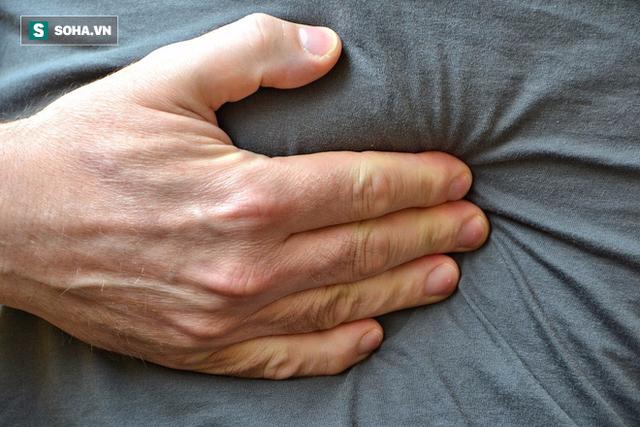 7 dấu hiệu khi tiểu tiện chứng tỏ bạn đang bị sỏi thận - Ảnh 1.