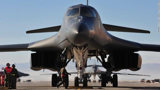 Những vũ khí sẵn sàng đáp lại lời kêu gọi không kích Syria của Tổng thống Trump - Ảnh 2.