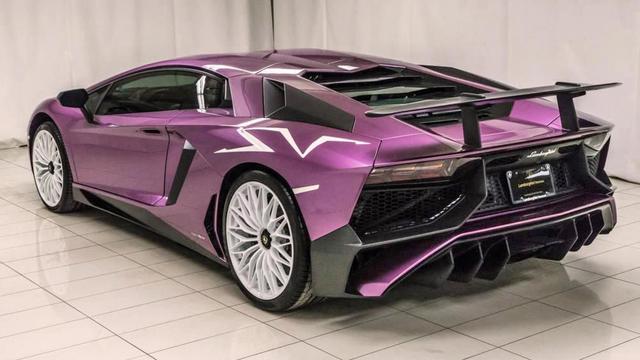 Chiêm ngưỡng siêu xe cực hiếm Lamborghini Aventador phiên bản màu tím đầy mê hoặc - Ảnh 1.