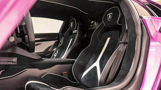 Chiêm ngưỡng siêu xe cực hiếm Lamborghini Aventador phiên bản màu tím đầy mê hoặc - Ảnh 4.
