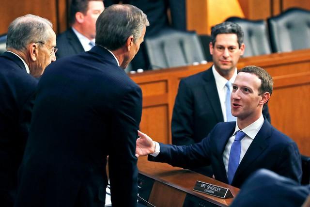 CEO Facebook vượt ải qua 10 tiếng điều trần trước quốc hội Mỹ - Ảnh 1.