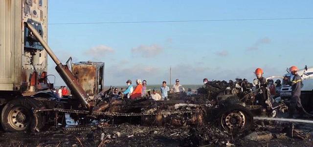 Cháy ô tô đầu kéo gây kẹt xe gần 3 km hướng Bình Thuận - TP.HCM - Ảnh 1.