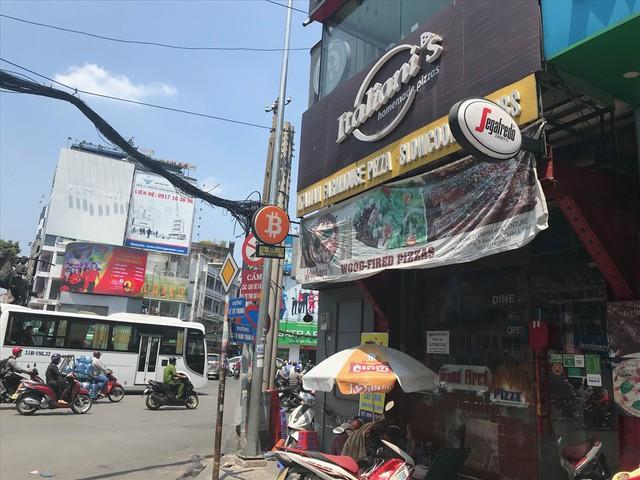 Mua bán tiền ảo bằng máy ATM âm thầm diễn ra tại Sài Gòn - Ảnh 2.