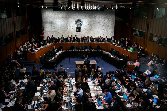 Những điểm chính trong buổi điều trần thứ hai của Mark Zuckerberg tại Quốc hội - Ảnh 1.