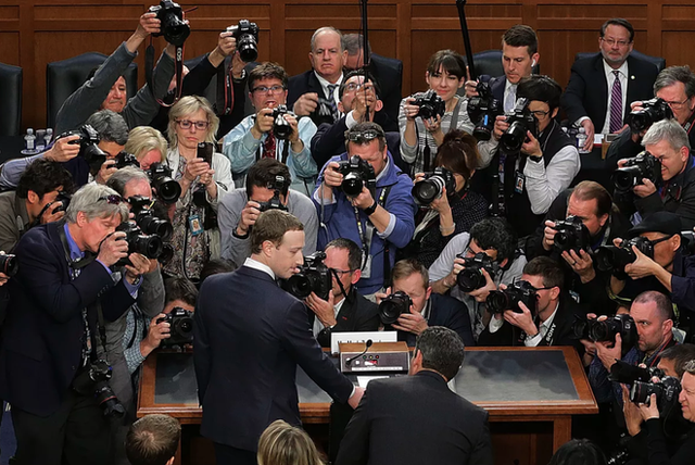 Những điểm chính trong buổi điều trần thứ hai của Mark Zuckerberg tại Quốc hội - Ảnh 2.