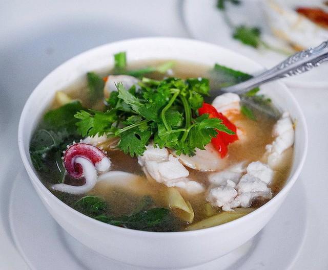 Quán ăn vỉa hè giá cao như nhà hàng đạt được ngôi sao Michelin danh giá ở Thái Lan, mỗi ngày chỉ phục vụ đúng 50 khách - Ảnh 14.