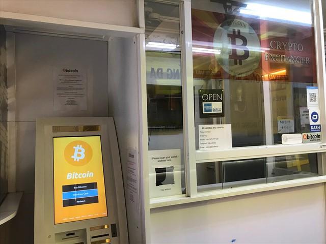 Mua bán tiền ảo bằng máy ATM âm thầm diễn ra tại Sài Gòn - Ảnh 3.