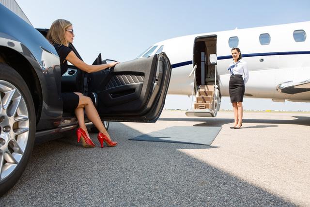 Chuyện mai mối hẹn hò của giới siêu giàu: Khách hàng VIP sẵn sàng chi tới 100.000 bảng Anh để tìm kiếm tình yêu đích thực từ những cuộc gặp gỡ trên máy bay riêng - Ảnh 2.