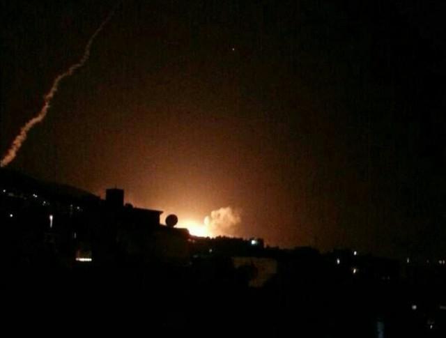 Nổ lớn trên bầu trời Syria, hình ảnh đầu tiên về cuộc tấn công của liên minh Mỹ-Anh-Pháp - Ảnh 2.