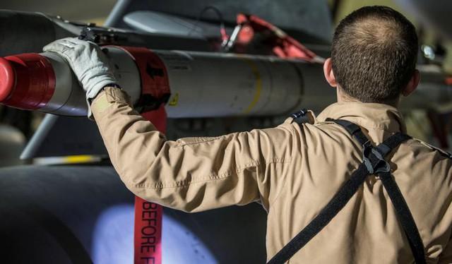 Ảnh vệ tinh: Syria bị tàn phá như thế nào trong vụ không kích của Mỹ và đồng minh - Ảnh 8.