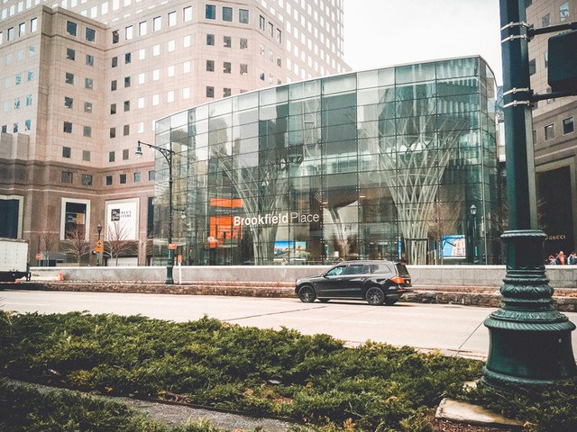 Bên trong trung tâm mua sắm xa xỉ nhất New York - Ảnh 1.