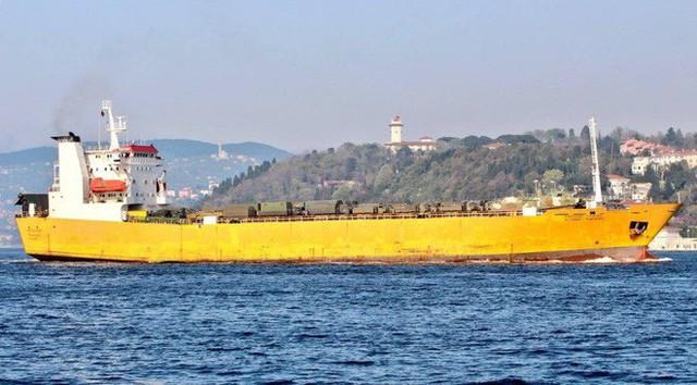 Nga cấp tốc chở vũ khí sang tiếp sức cho Syria: Hầm tàu chất đầy tên lửa phòng không? - Ảnh 3.
