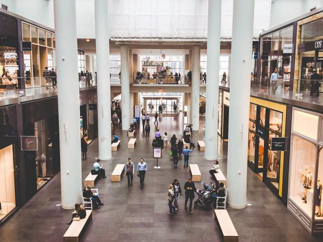 Bên trong trung tâm mua sắm xa xỉ nhất New York - Ảnh 3.
