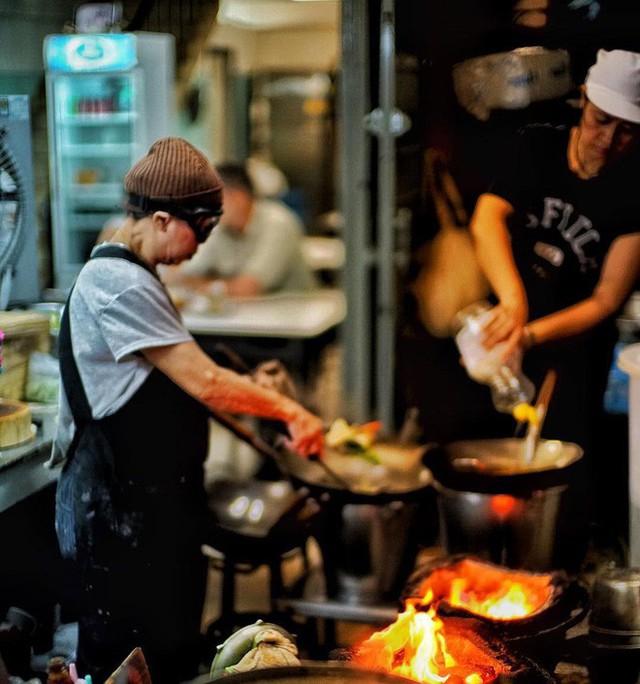 Đến bây giờ Michelin mới chỉ trao sao cho 3 quán ăn vỉa hè, và tất cả chúng đều rất gần Việt Nam - Ảnh 21.