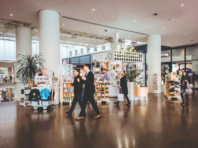 Bên trong trung tâm mua sắm xa xỉ nhất New York - Ảnh 7.