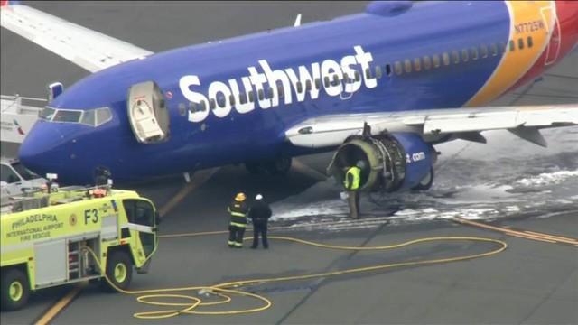 Máy bay Mỹ nổ động cơ giữa trời, một hành khách bị hút ra ngoài và thiệt mạng - Ảnh 1.