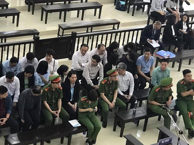 Phiên tòa phúc thẩm vụ Hà Văn Thắm sáng 18/4: Luật sư đề nghị triệu tập NHNN, Bộ Tài chính, Kiểm toán Nhà nước - Ảnh 2.