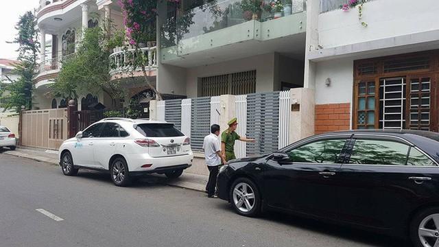 Công an đang khám xét nhà 2 cựu Chủ tịch Đà Nẵng Trần Văn Minh, Văn Hữu Chiến - Ảnh 1.
